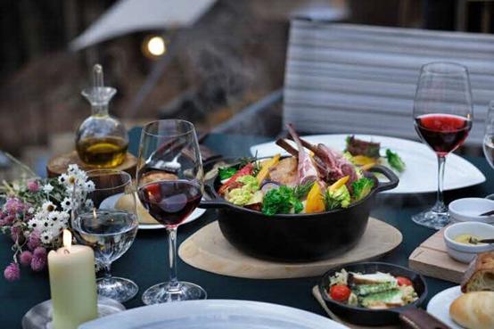 一頓大自然美食饗宴,配上紅酒,別有一番滋味。