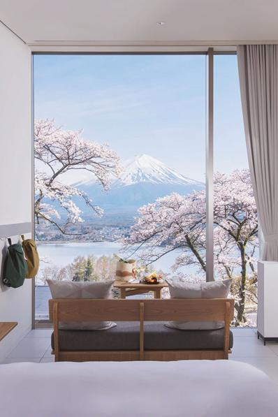 富士山山麓至遠方的群山盡收眼底,絕佳的美景就在眼前。